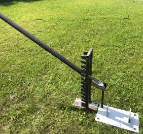 Urządzenie do wyciągania szpil z podłoża